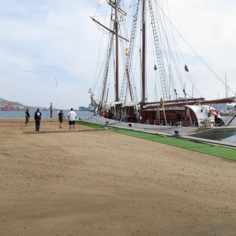Tarde de petanca en Yacht Port Cartagena (1)