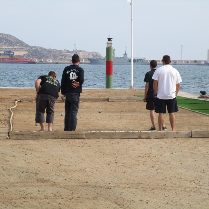Tarde de petanca en Yacht Port Cartagena (2)