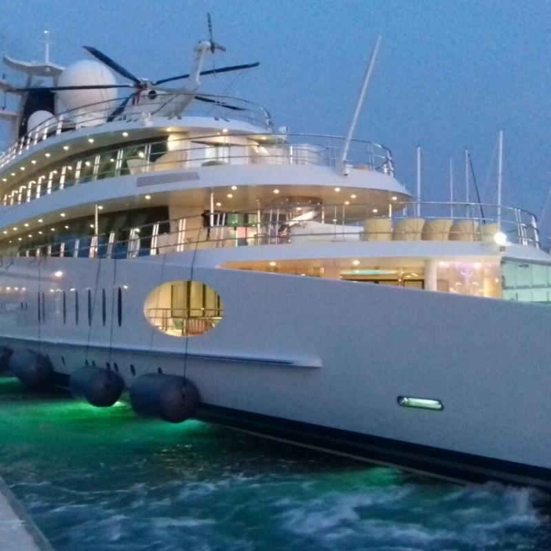 El yate YAS atracado en Yacht Port Cartagena (1)