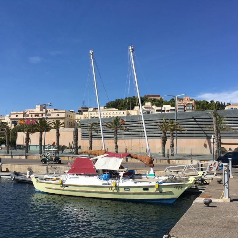 Catamarán Gleda atracado en Yacht Port Cartagena (3)